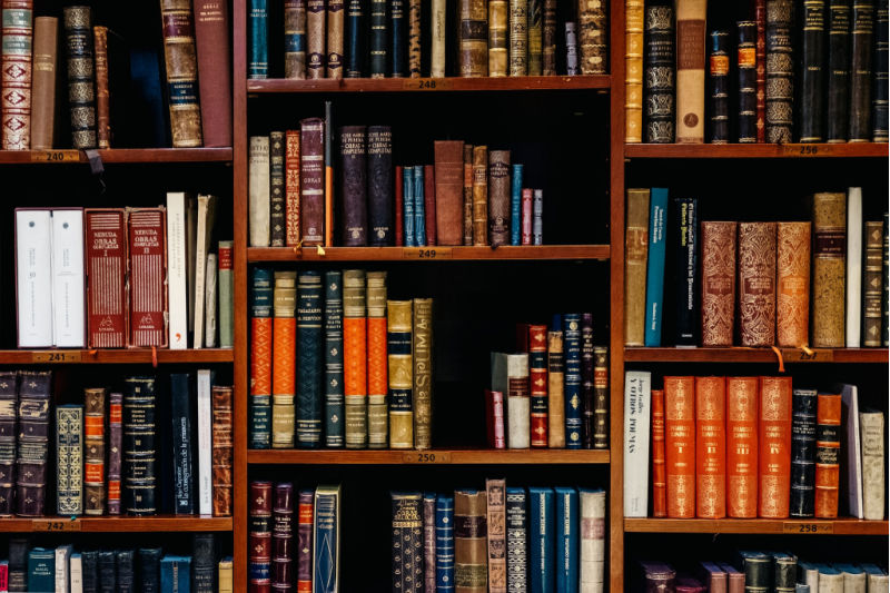 10 Books Every Business Owner Needs To Reach 7-Figures